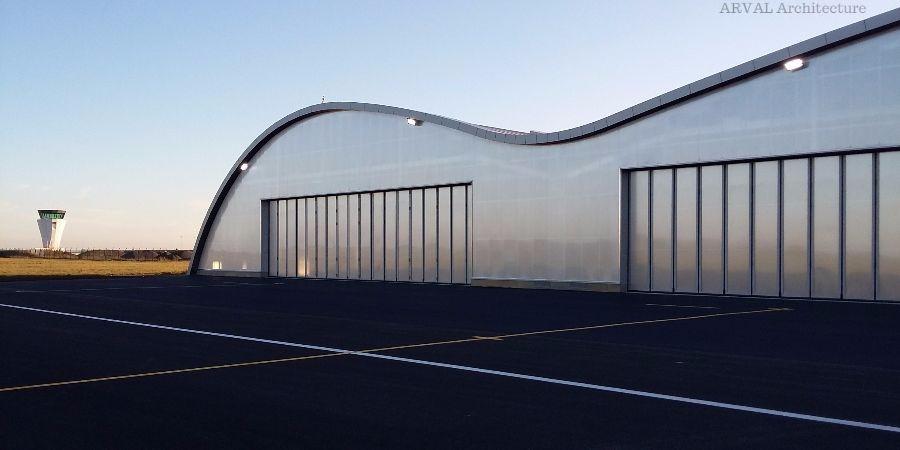 Vue des façades du bâtiment hangar de l'IGN à BEAUVAIS TILLE